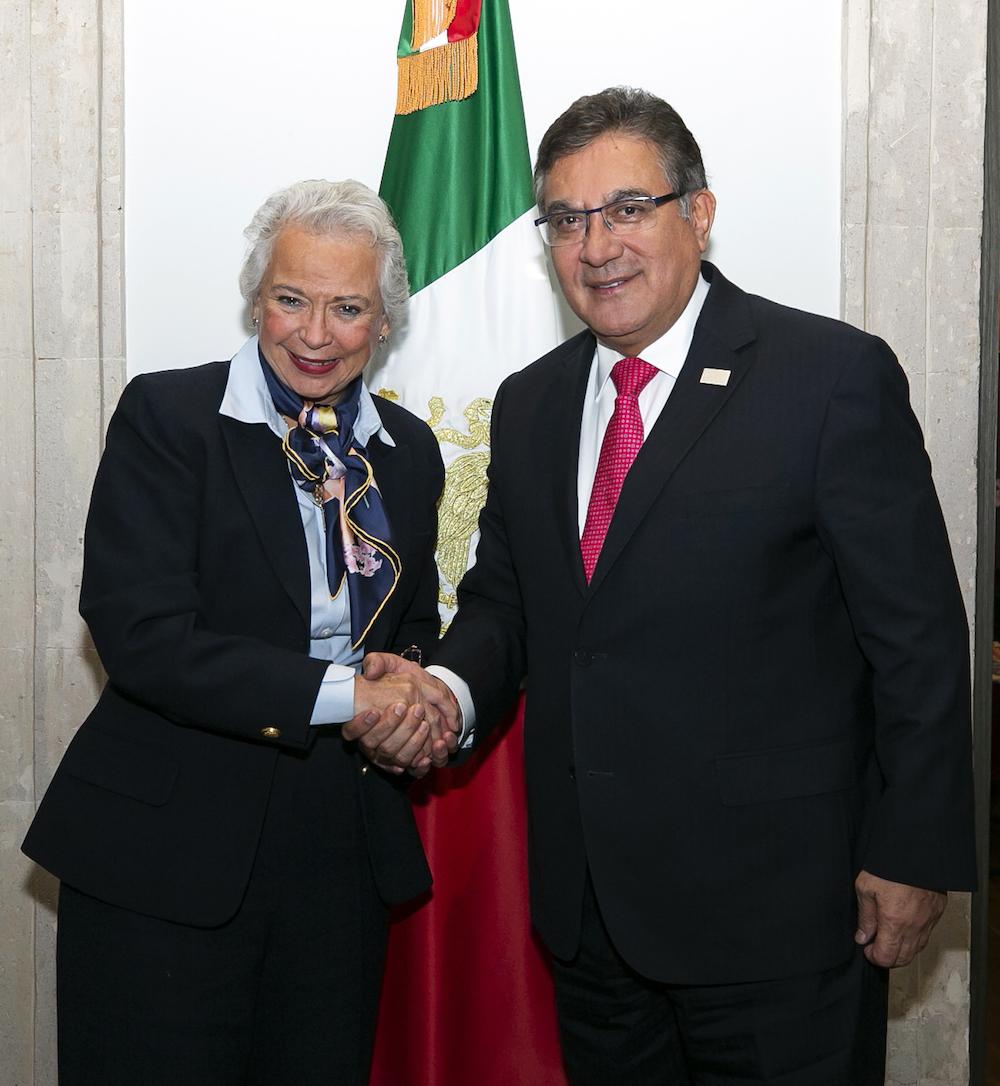 Dialoga líder del SNTE con la secretaria de Gobernación