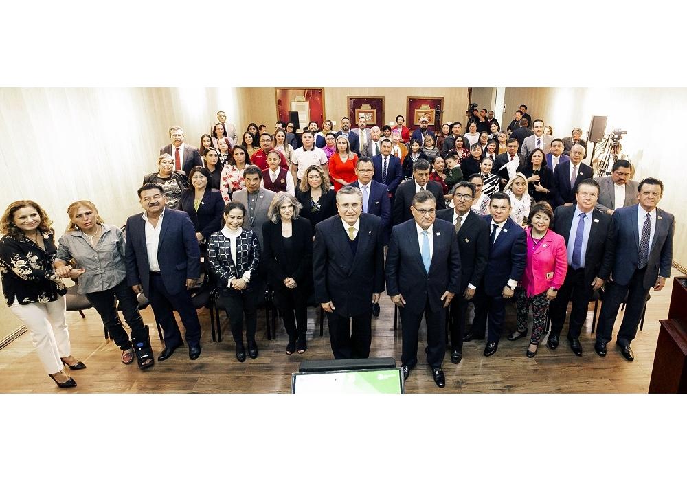 El SNTE y la CNDH premian a maestros y alumnos promotores de Derechos Humanos