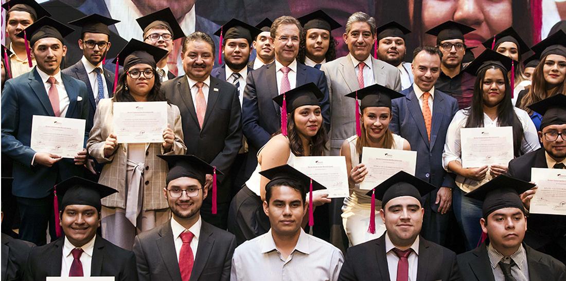 El SNTE reconoce a graduados de la Generación Bicentenario