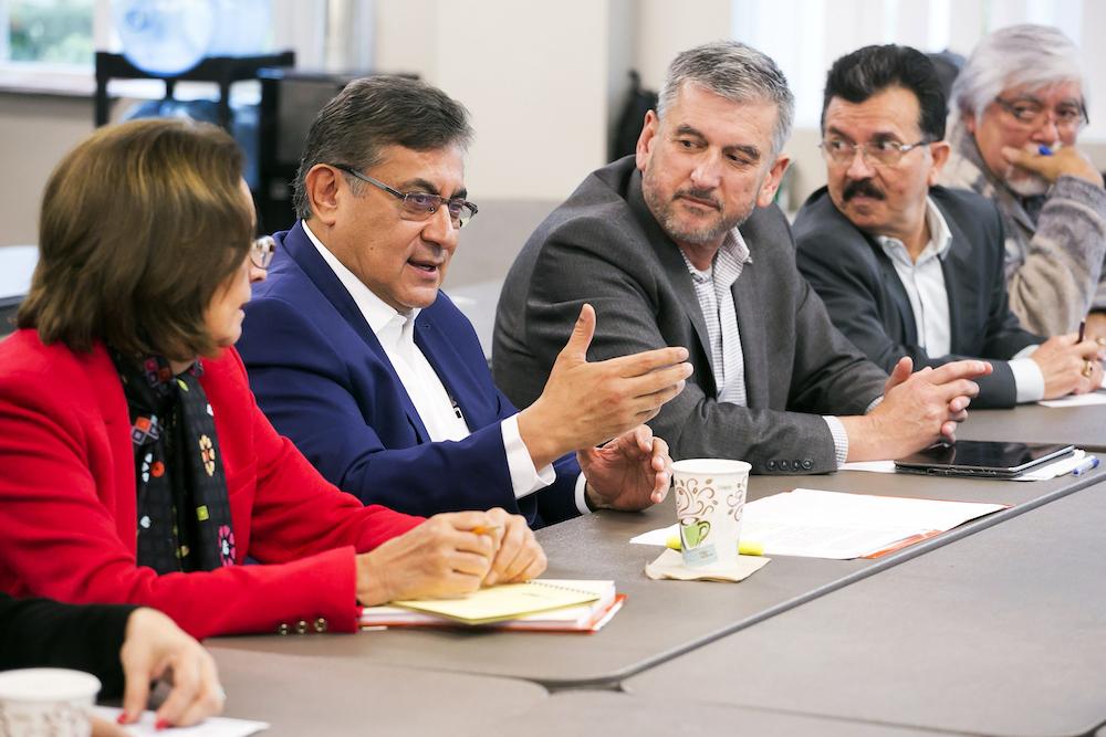 Maestros del SNTE y de California unen esfuerzos para atender a niños y jóvenes migrantes