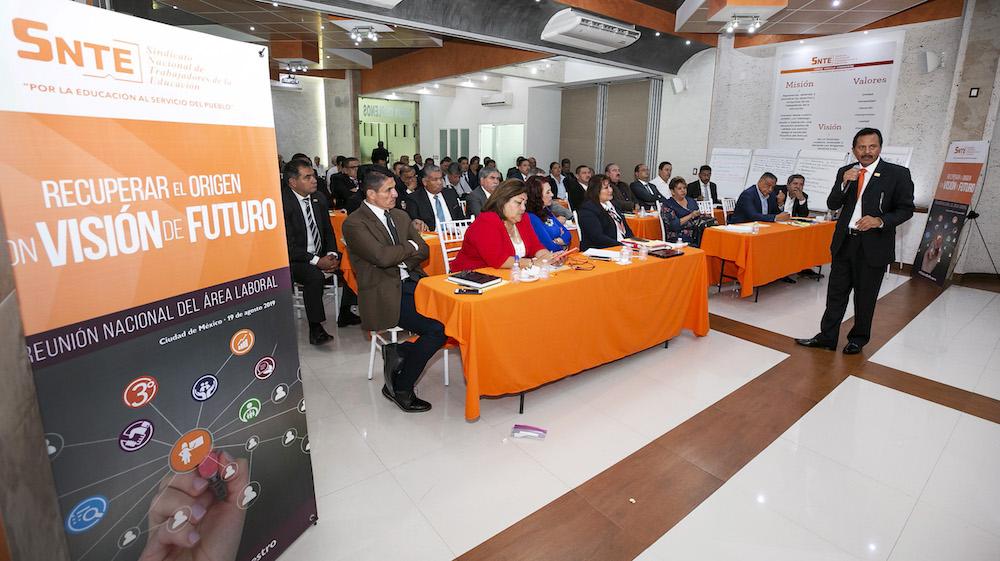 Dirigentes del SNTE analizan asuntos laborales en la nueva legislación educativa