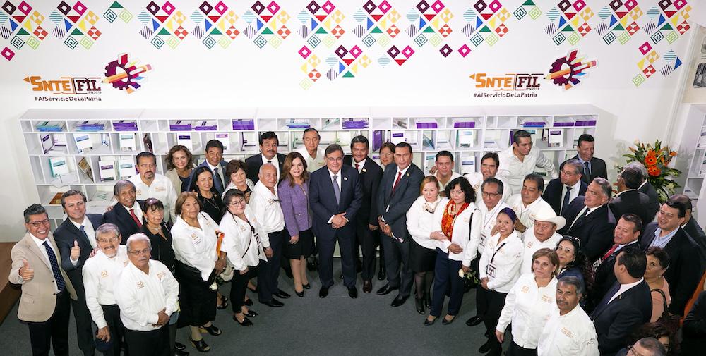 Maestros del SNTE aportan su talento y experiencia en la FIL del IPN