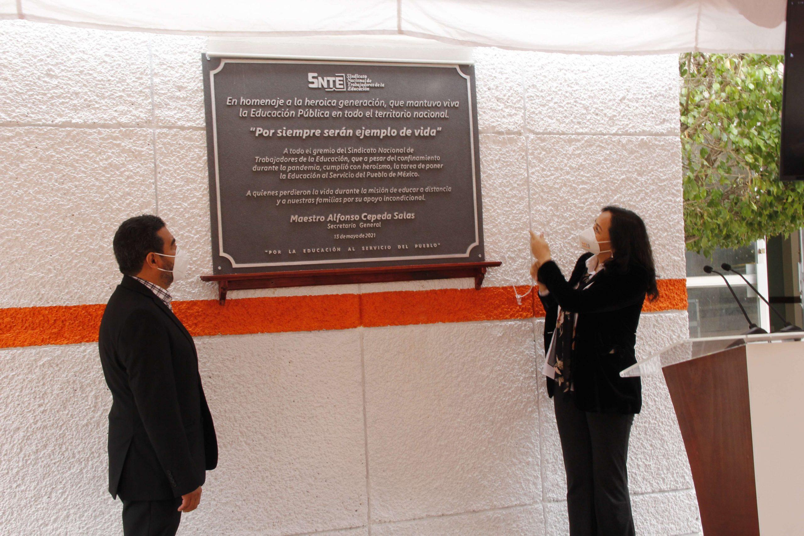 """Develación de placa conmemorativa: """"Por siempre serán ejemplo de vida"""""""