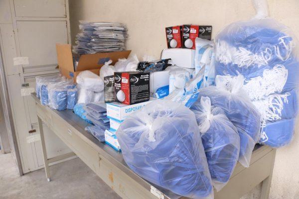 Sección 21 del SNTE participa en la entrega simultánea de materiales e insumos médicos al ISSSTE00018