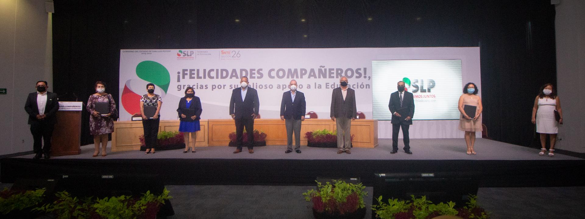 La Secretaría de Educación de Gobierno del Estado, en coordinación con la Sección 26 del SNTE, llevan a cabo la entrega de Reconocimientos por años de Servicio, Premios municipales y Estatal al PAAE en San Luis Potosí