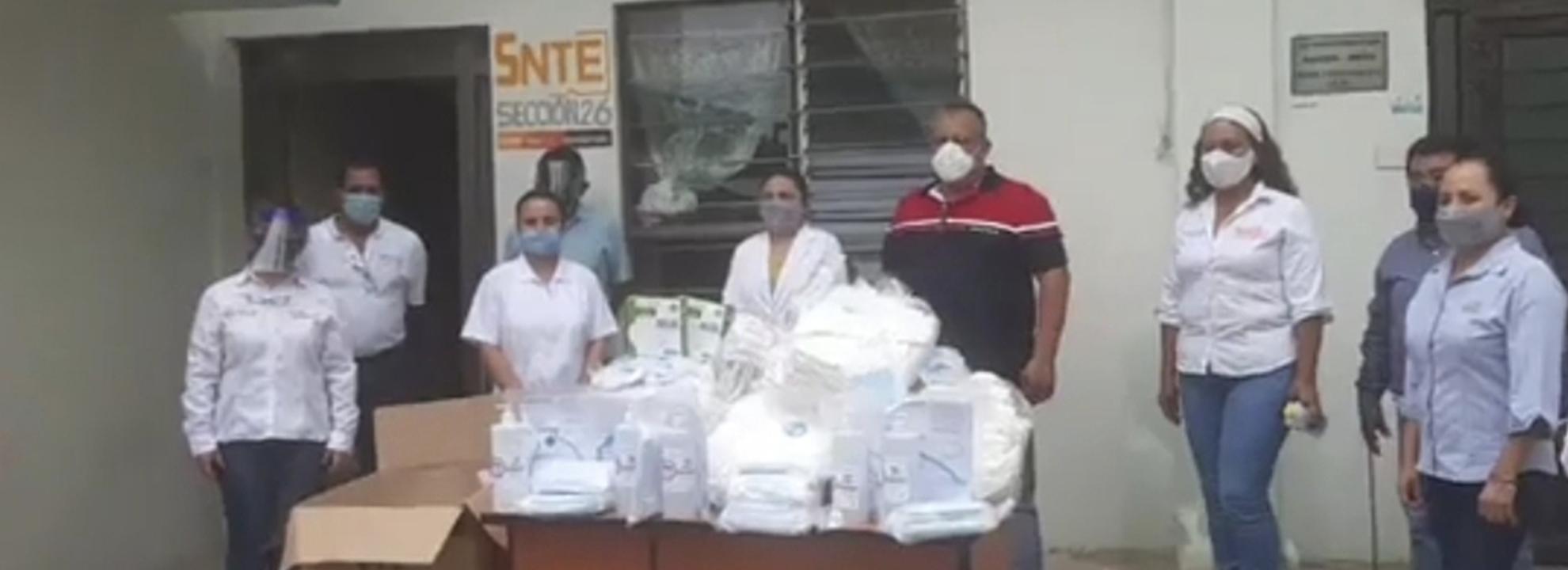 Profesor Alejo Rivera Ávila entrega materiales de protección sanitaria a personal de salud de Tamazunchale, S.L.P.