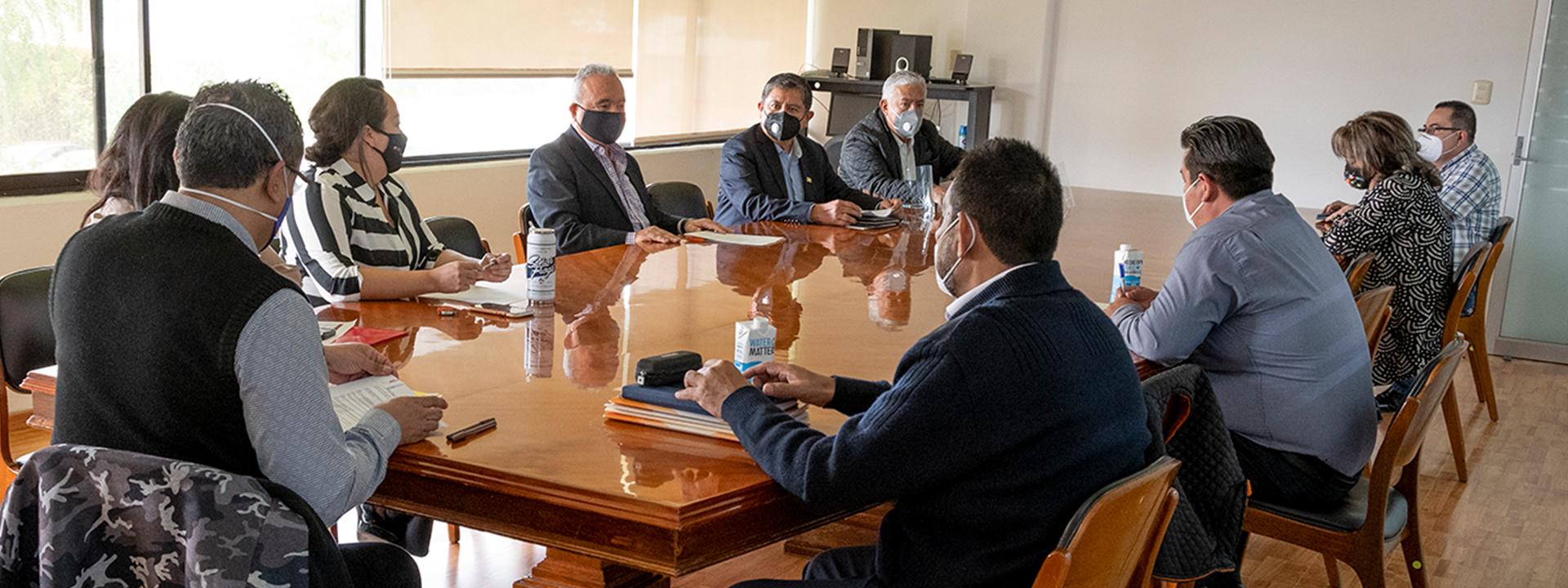 Se reúne Prof. José Angelino Caamal Mena con el Secretario de Educación de Gobierno del Estado