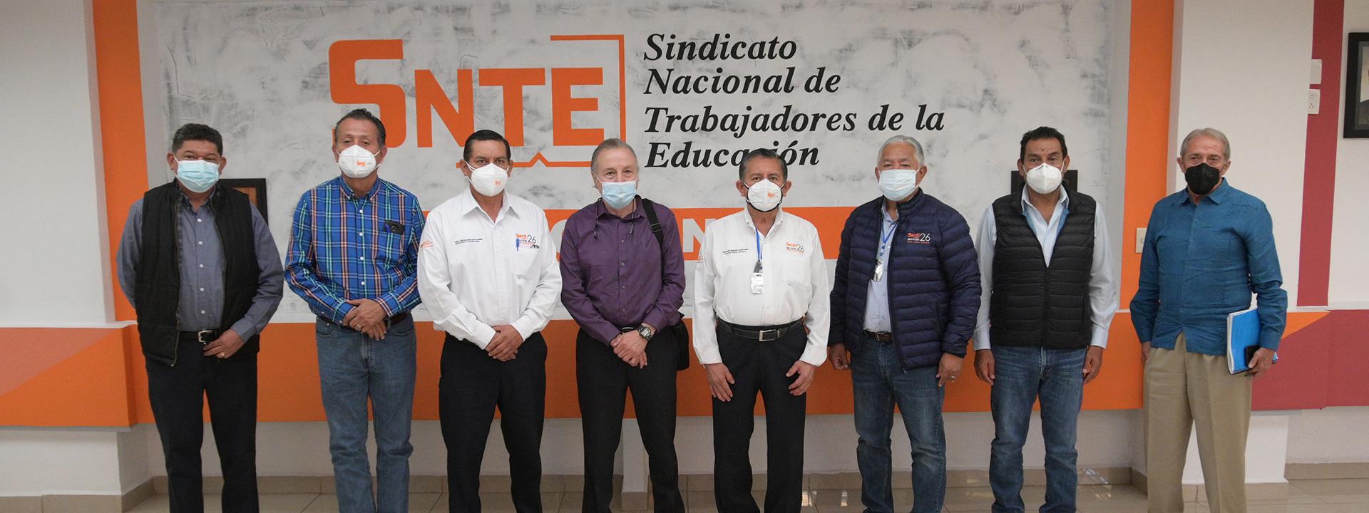 Delegado Especial para la Sección 26 del SNTE, José Angelino Caamal Mena, sostiene reunión de trabajo con autoridades del ISSSTE