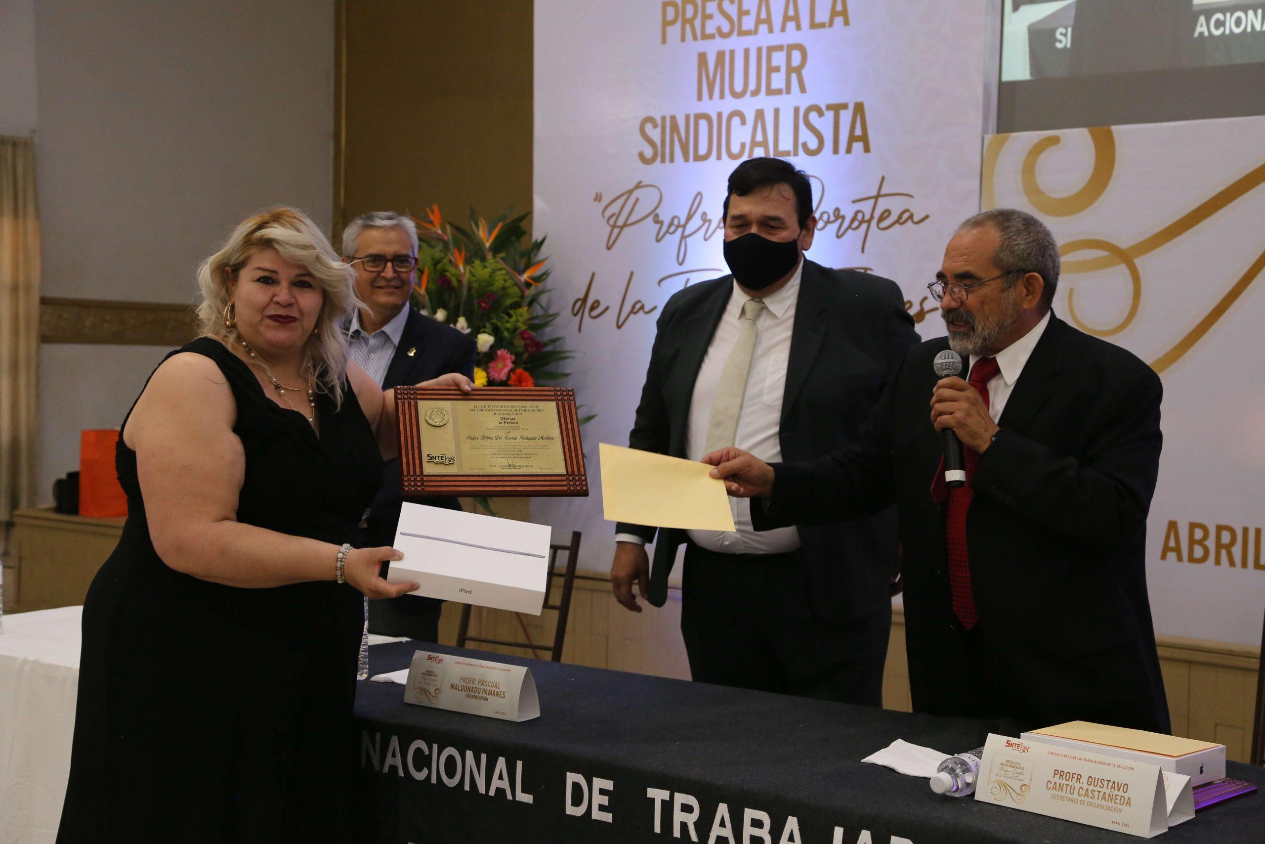 """Sección 38 hace entrega de la Presea al Mérito Sindical """"Profa. Dorotea de la Fuente Flores"""""""