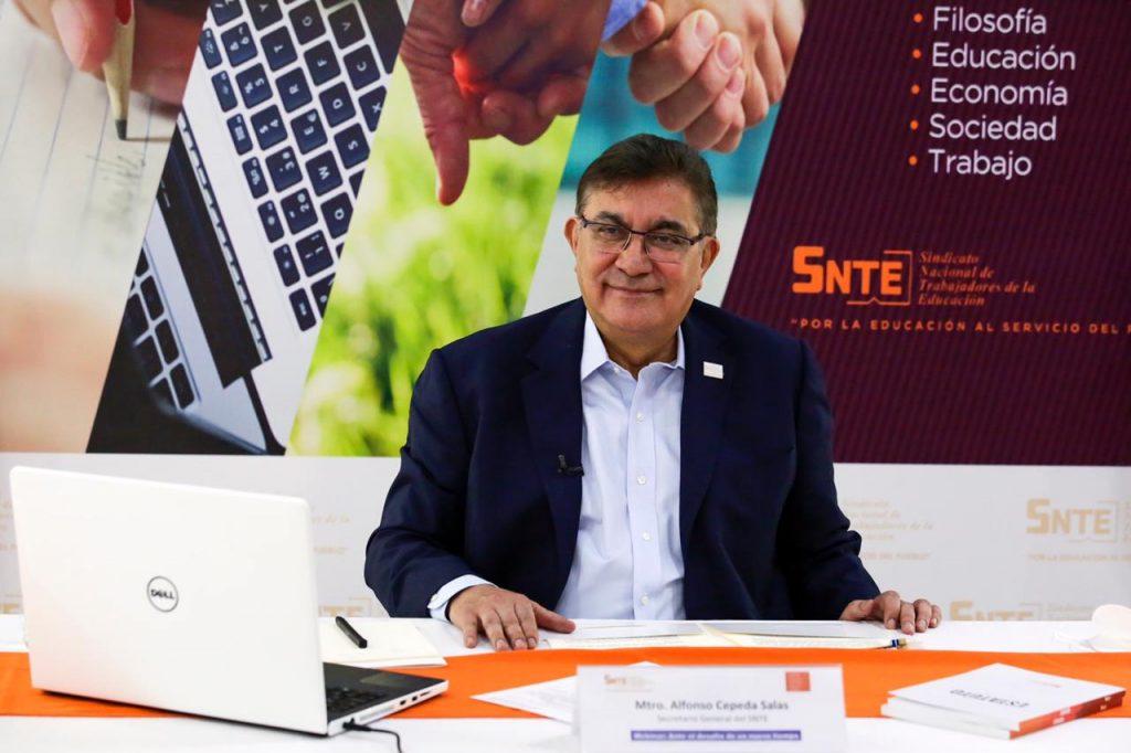 Enrique Dussel propone al SNTE transformación educativa